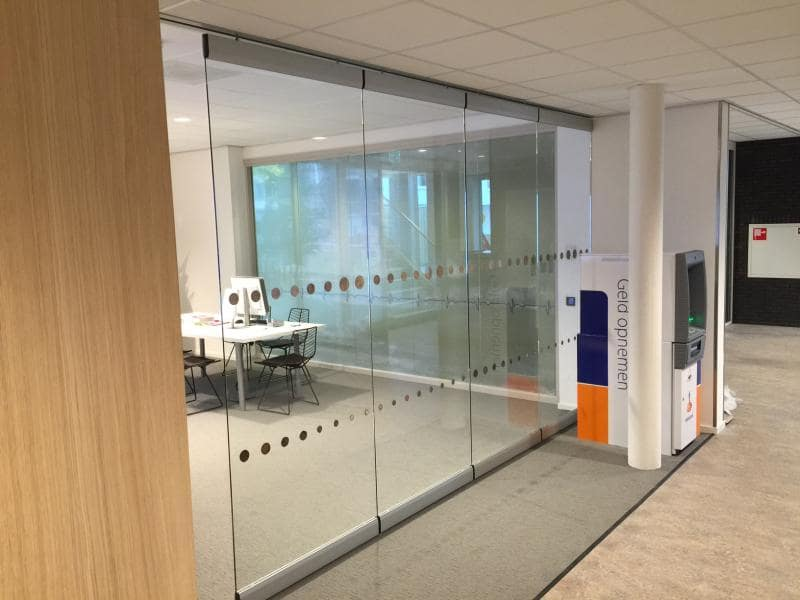 Retain light with a slim glass partition