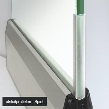 Slank design van glaswand Spirit helpt licht behouden