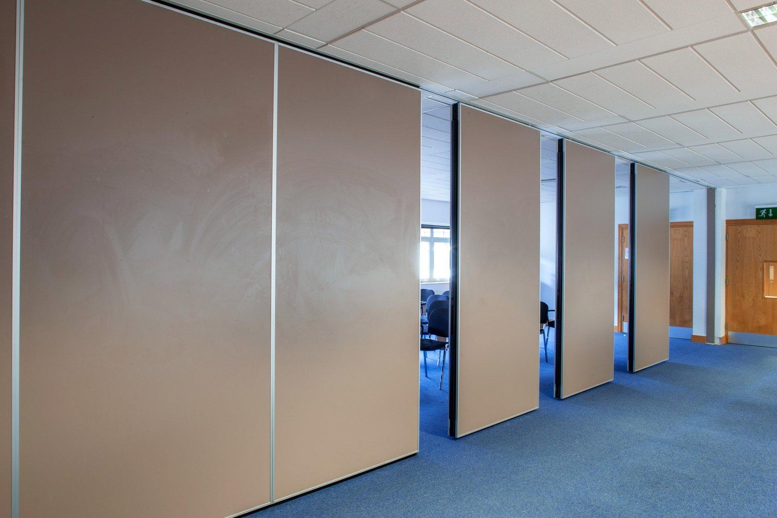 Paneelwand voor meerdere vergaderruimtes