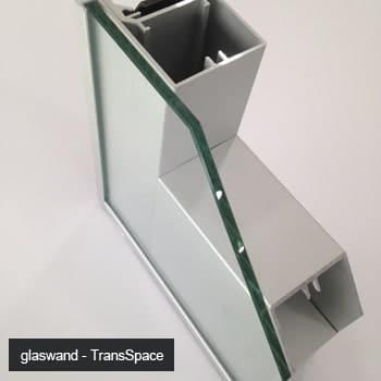Open doorsnede van geluidsdemping in glaswanden