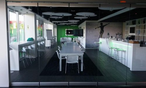 An open atmosphere created by a glass partition