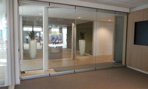 Slim glass partition Spirit creates an open atmosphere