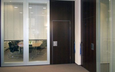Glass wall at the office for sound insulating light retention