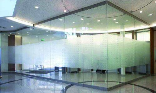 Glaswand Spirit is dun en helpt licht behouden