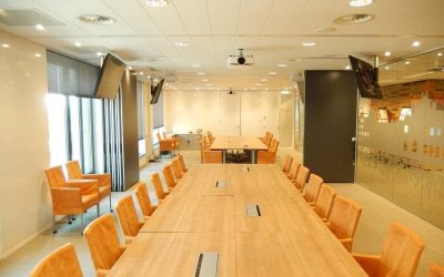 Meeting room with a soundproof operable wall