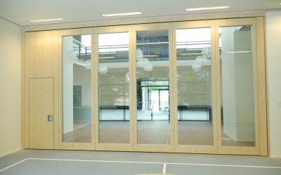 Glaswanden voor lichtbehoud in een sportcomplex