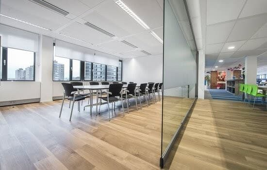 Glass partition with a slim design