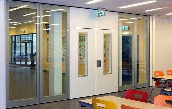 Sound insulating glass wall