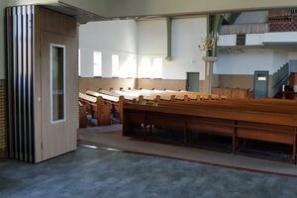 Mobiele scheidingswand in kerken