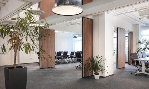 Offerte aanvragen voor paneelwand in kantoor