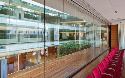 Glaswanden zonder afwerking voor maximale transparantie